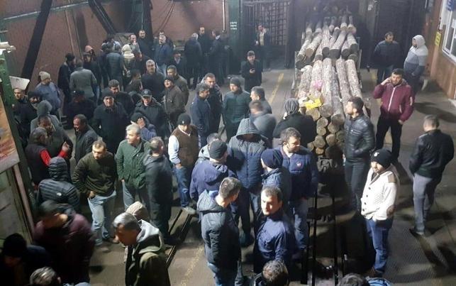 Zonguldak'ta maden işçilerinden ocaktan çıkmama eylemi