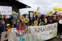 Çocuklar 'Küresel İklim Grevi'nde: 'Artık biz çocukları dinlemelisiniz'