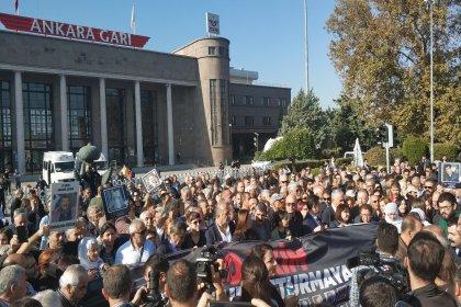 10 Ekim Katliamı'nda yaşamını yitirenler Ankara Garı önünde anıldı