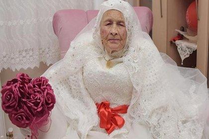 89 yaşında gelinlik giydi, buket fırlattı