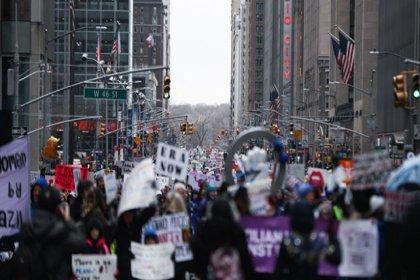 ABD'de on binlerce kadın Trump yönetimini protesto etti