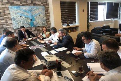 Adana Büyükşehir Belediyesi ile TMMOB temsilcileri, ulaşım sorunu için bir araya geldi
