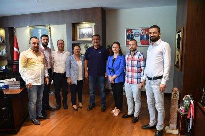 AKP heyetinden Çukurova Belediye Başkanı Çetin'e ziyaret: 'Halkın yararına her konuda yanınızdayız'