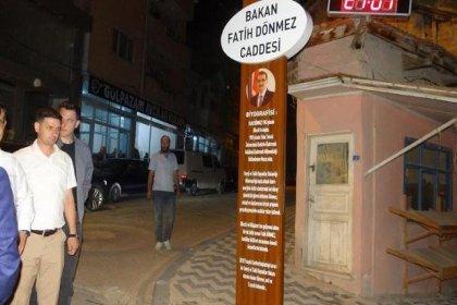 AKP'li belediye caddenin 18 yıllık ismini değiştirdi: Komutanın adı çizildi bakanın ismi verildi