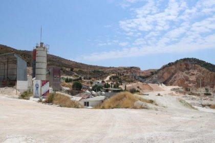 Alaçatı'da yapılan taş ocağına tepki