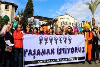 Antalya'da da kadınların Las Tesis protestosuna polis engeli