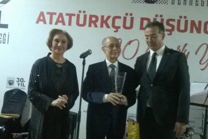 Atatürkçü Düşünce Derneği'nden Ahmet Necdet Sezer'e özel ödül
