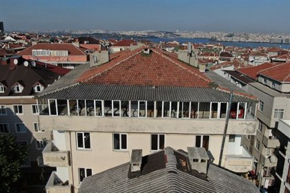 Avcılar'da ağır hasarlı bina, karardan 20 yıl sonra tahliye edildi