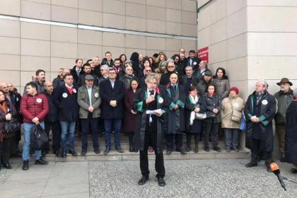 Avukatlar İstinafın onadığı Cumhuriyet Davası kararını protesto etti
