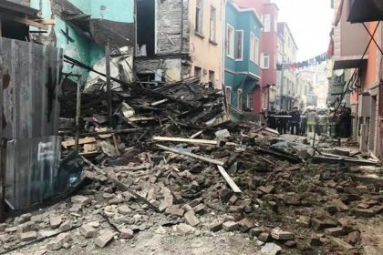 Balat'ta bina çöktü
