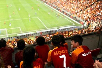 Başakşehirli çocuklar derbiyi Galatasaray'ın İBB'ye tahsis ettiği locadan izledi