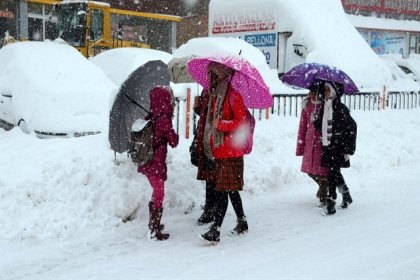 Bazı il ve ilçelerde eğitime kar engeli