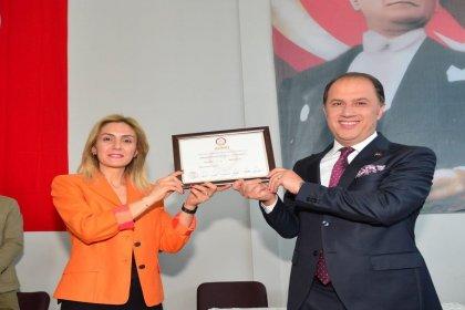 Beylikdüzü Belediye Başkanı Mehmet Murat Çalık mazbatasını aldı