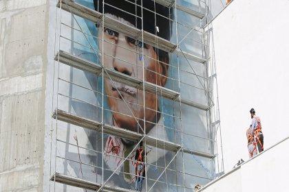 Bolu Belediyesi'nin duvarına İzmir Marşı eşliğinde Atatürk portresi