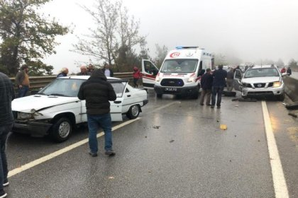 Bursa'da 16 araç birbirine girdi: 6 yaralı