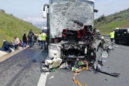 Bursa'da yolcu otobüsü, demir yüklü kamyona çarptı: 2'si ağır 20 yaralı