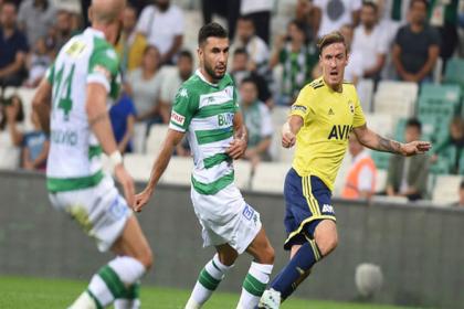 Bursaspor, Fenerbahçe'yi 2-1 yendi