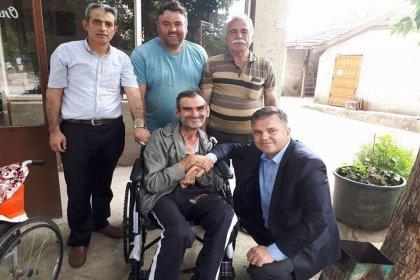 Büyükmandıra Belediyesi'nden ihtiyaç sahibi engellilere tekerlekli sandalye yardımı