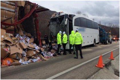 Çankırı'da otobüs TIR'a çarptı: 31 yaralı var