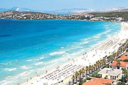Çeşme'nin Ilıca Plajı'nda şemsiye ve şezlonglar kaldırıldı