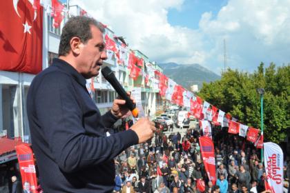 CHP Mersin Büyükşehir adayı Vahap Seçer: Mersin varlık içinde yokluk çekiyor
