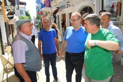 CHP Sözcücü Öztrak ve Çeşme Belediye Başkanı Oran'dan Alaçatı'da esnaf ziyareti