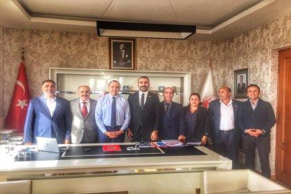 CHP Sultanbeyli ilçe örgütü yöneticileri ve CHP'li meclis üyelerinden İETT Genel Müdürüne ziyaret