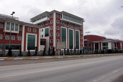 CHP'li meclis üyeleri, Sultanbeyli Belediye Başkanlığı'na asfalt ihalesindeki yolsuzluk iddialarını sordu