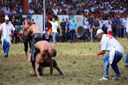 CHP'li Özer'den başpehlivanlara 'devlet sporcusu' unvanı verilmesi için kanun teklifi