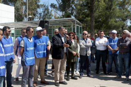 CHP'li Sındır'dan TÜPRAŞ eylemine destek: 'İşçilerin 40 yıllık kazanımlarının gasp edilmesine izin vermeyeceğiz'