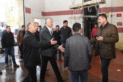CHP'nin Adana adayı Zeydan Karalar mezbahane çalışanlarıyla buluştu