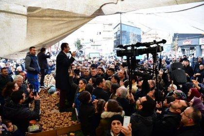 CHP'nin İstanbul Adayı Ekrem İmamoğlu pazarda patates tezgahına çıkarak yurttaşlara seslendi