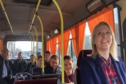 CHP'nin Trakya'daki tek kadın başkan adayı Özlem Becan minibüs şoförlüğü yaptı: Bugün direksiyon salladık, 31 Mart'ta da sandıkları sallayacağız