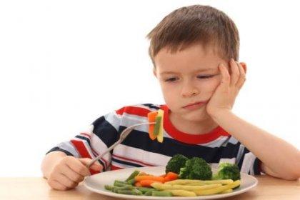 Çocuğunuza meyve ve sebze yedirmeyi ihmal etmeyin