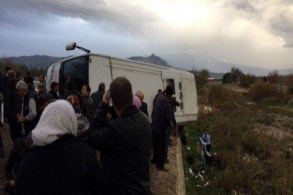 Denizli'de yolcu otobüsü devrildi: 2 ölü, 34 yaralı