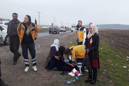Diyarbakır'da yolcu minibüsü biçerdövere çarptı: 21 yaralı