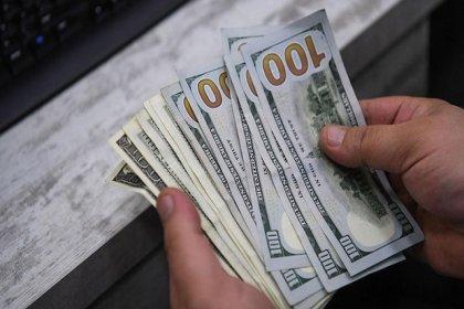 Dolar yeni güne 5.69 seviyesinde başladı