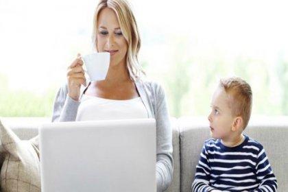 Ebeveynler çocuklarından daha çok internette vakit harcıyor