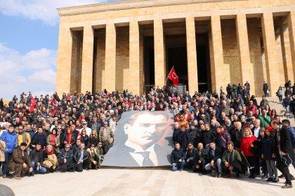 Eğitim-İş, 3 Mart devrim yasalarının yıl dönümünde Anıtkabir'e yürüdü