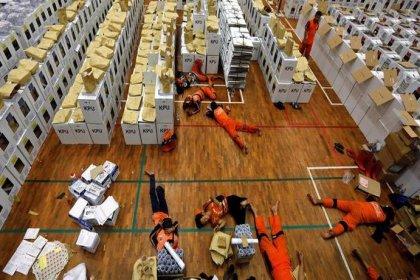 Endonezya'da seçimlerin ardından aşırı yorgunluktan hayatını kaybeden sandık görevlilerinin sayısı 500'ü aştı