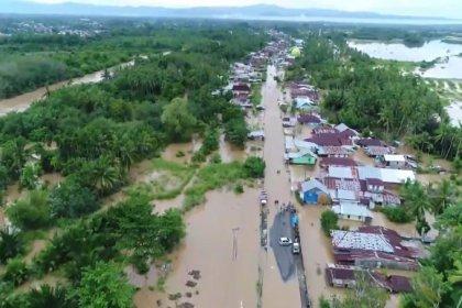 Endonezya'da sel ve heyelanlardan ölenlerin sayısı 31'e yükseldi