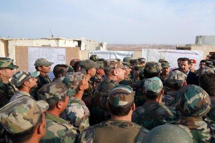 Esad, İdlib'de askerleri ziyaret etti