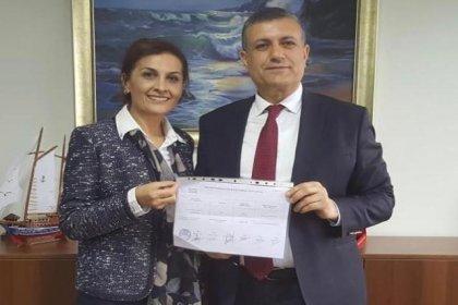 Esenyurt Belediye Başkanı Kemal Deniz Bozkurt mazbatasını aldı