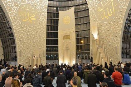 Financial Times: Almanya, ülkedeki Müslümanlar ile Türkiye arasındaki bağları koparmak istiyor