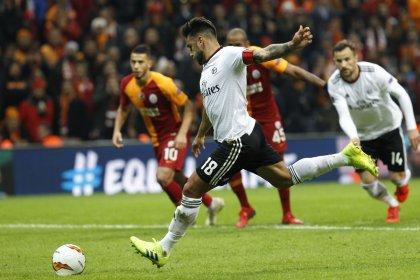 Galatasaray, Benfica'ya 2-1 yenildi