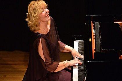 Gülsin Onay 20 Eylül'de Bozcaada'da konser verecek
