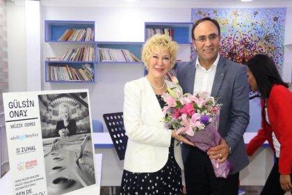 Gülsin Onay'ın adı Ataşehir'de bir ortaokuldaki müzik odasına verildi