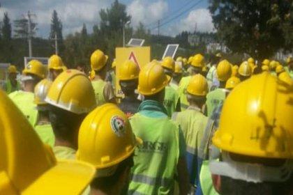 Hastane inşaatında çalışan işçiler iş durdurdu