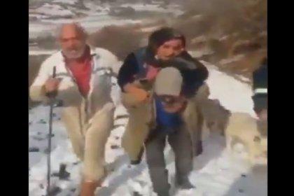 Hastayı sırtında taşıyarak hastaneye yetiştirmeye çalışan yurttaştan AKP'li belediyeye tepki: Bizim belediye başkanı utansın şimdi