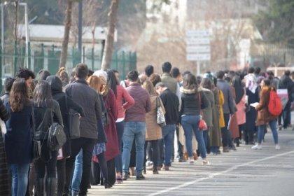 Her 100 üniversite mezunundan 26'sı işsiz